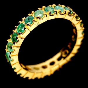 Exquisite Yellow Gold Round Cut Green Em