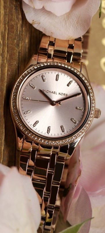 Ladies new Michael Kors Couture NY classic & classy watch.