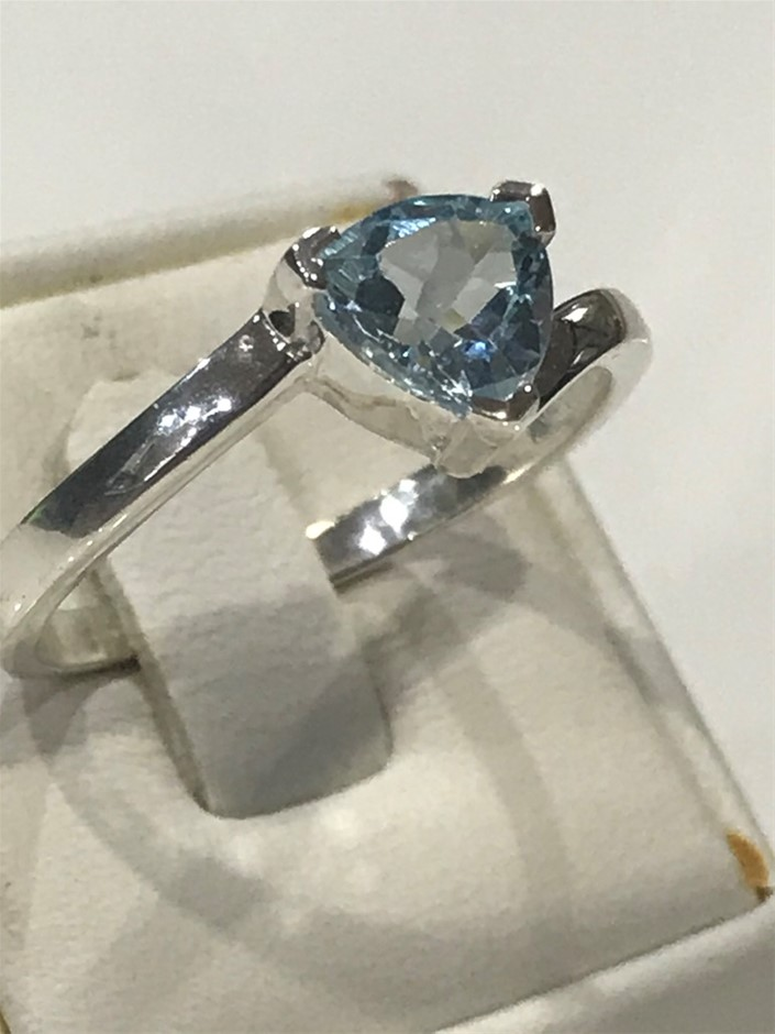 Stunning 2.00ct Blue Topaz Ring Size T (9.75)