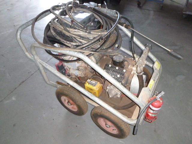Aussie Pumps Portable Pressure Washer