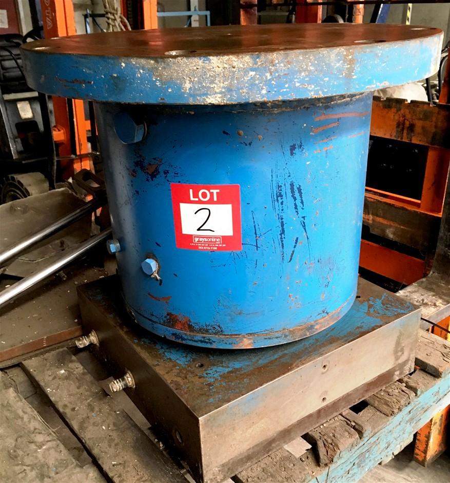 Hydraulic cylinder and Pressing Head Base 635mm dia,