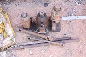 Jacks and Wheel Brace