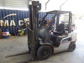 Nissan 4 Wheel Counterbalance Forklift
