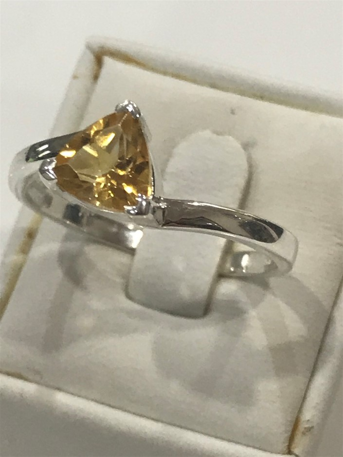 Stunning 2.00ct Citrine Ring Size T 1/2 (10)