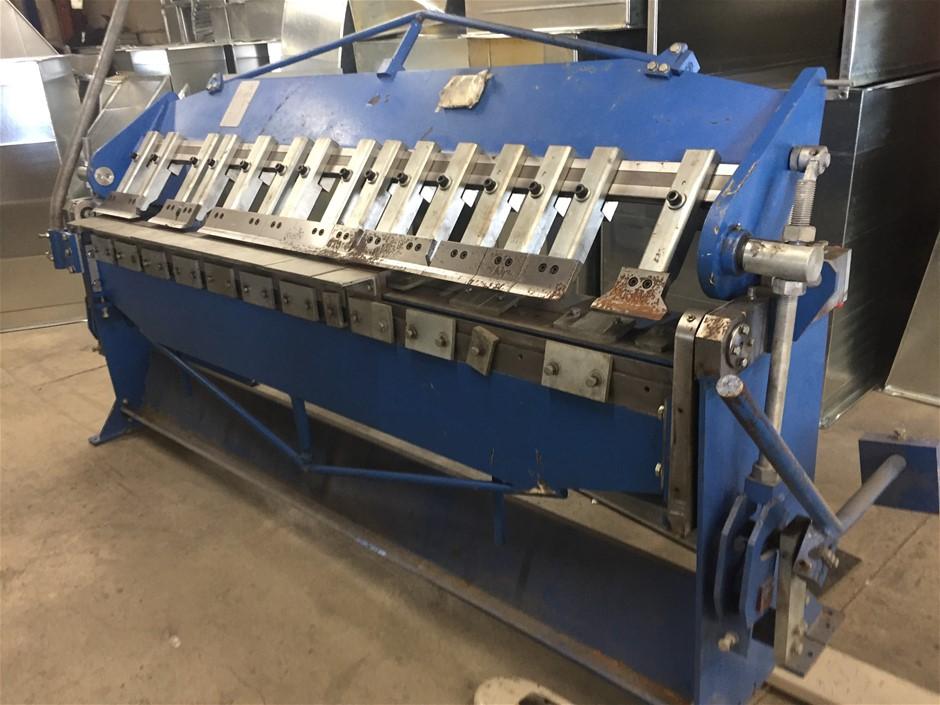 Heavy duty box/pan sheetmetal brake metal bending machine.