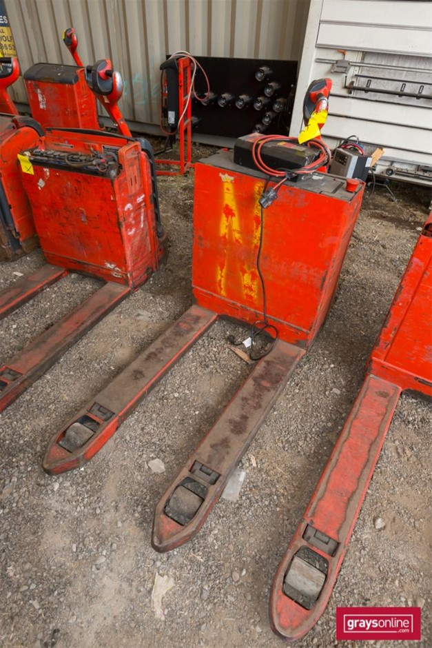 2009 1.6 Tonne Linde T16 Electric Pallet Truck Year: 2009