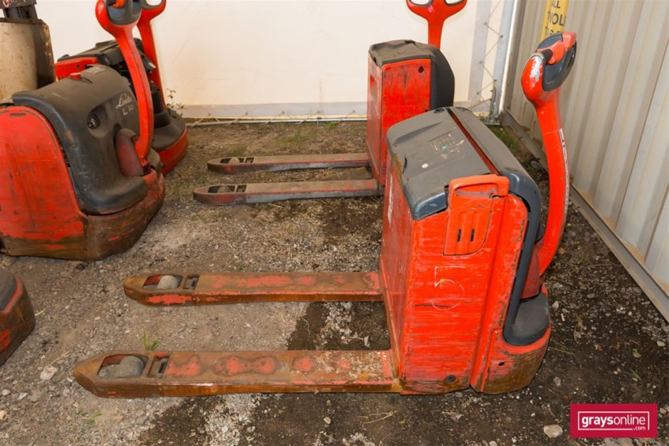 2008 1.6 Tonne Linde T16 Electric Pallet Truck Year: 2008