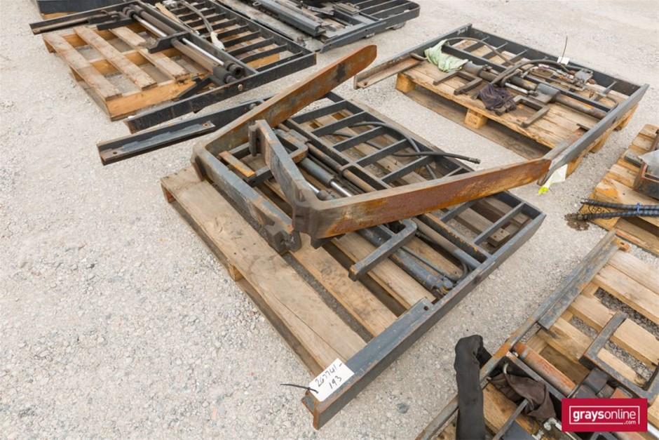 Forklift Frame and Tynes Size: (W)1410mm (H)1200mm Damage: