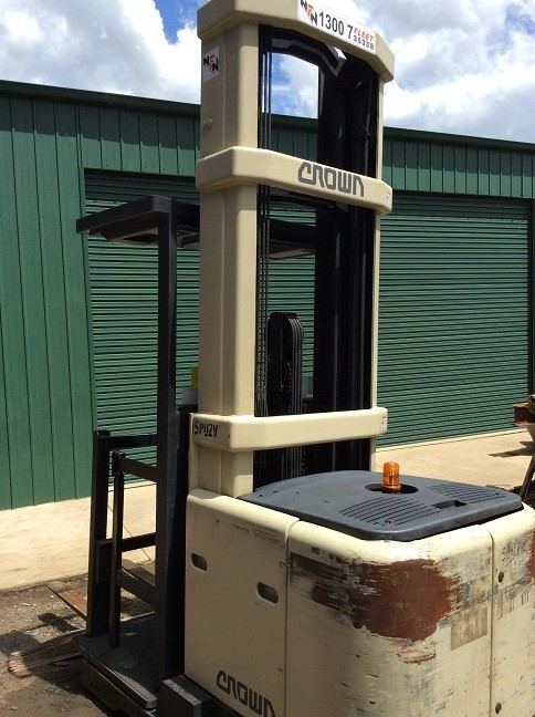 Crown battery electric stock picking forklift