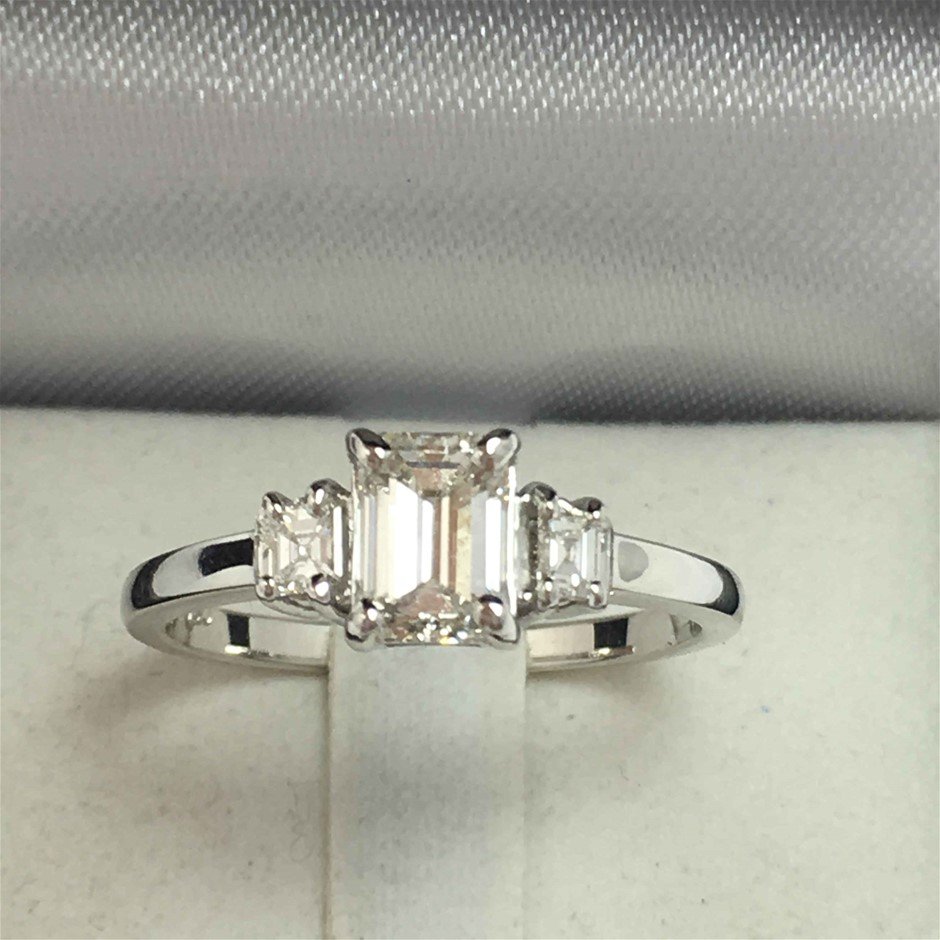 18ct White Gold, 01.09ct Diamond Engagement Ring