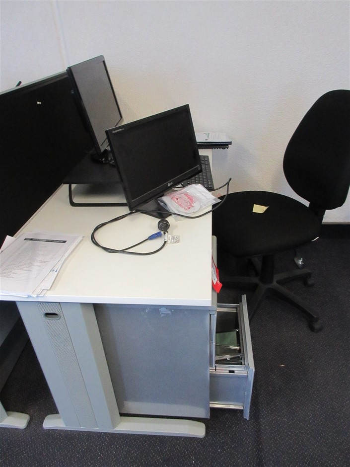 Desk, Pedestal 3 Drawer