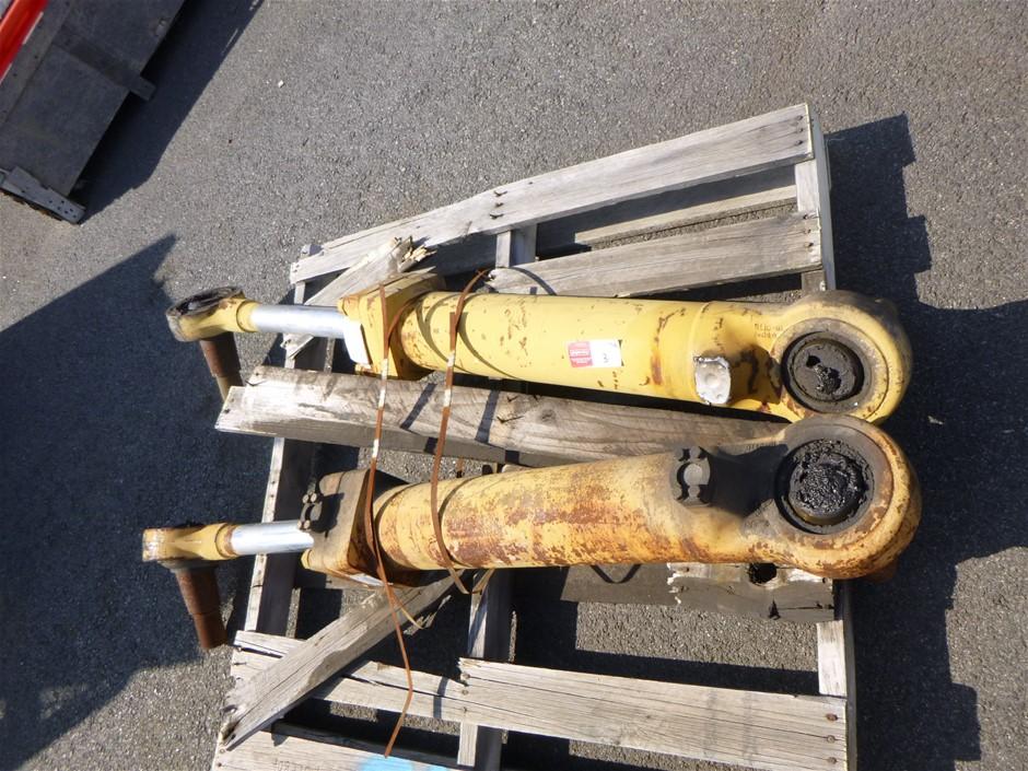 2 x 785C Steering Cylinders