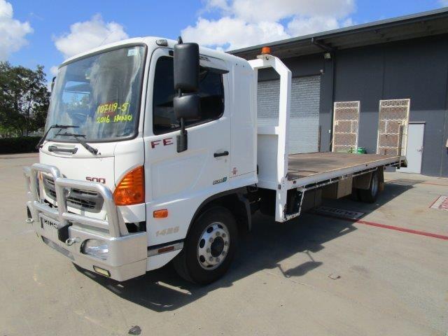2016 Hino FE 1426 6 x 2 Beavertail Truck