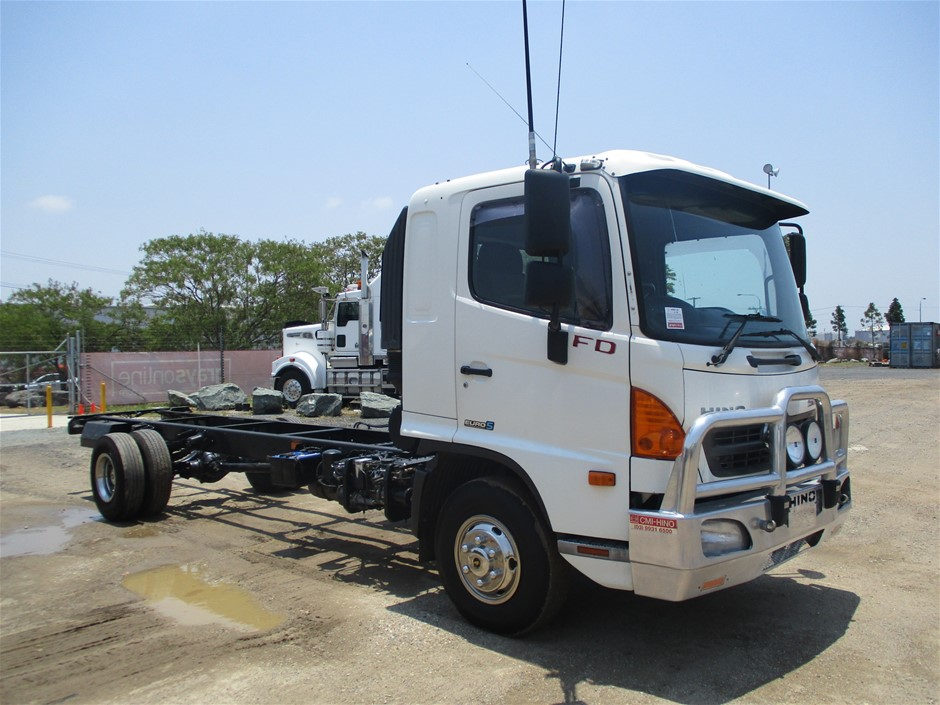 2011 Hino 500 4 x 2 Cab Chassis Truck