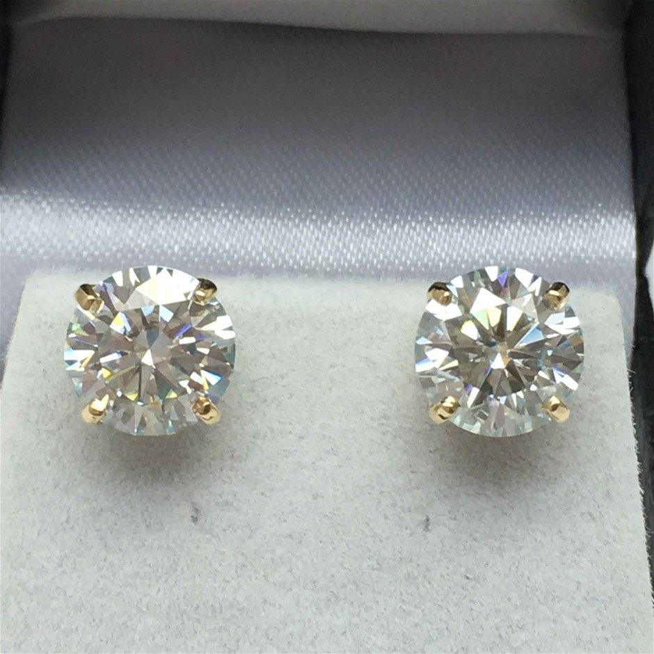 18ct Yellow Gold, 3.44ct Moissanite Earring