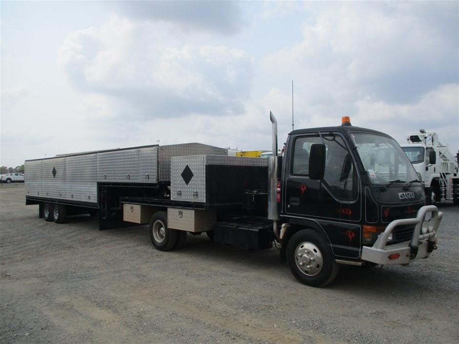 2000 Isuzu 4 x 2 Truck with 2005 Voyager Service Trailer