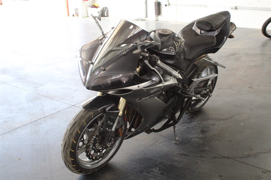 2004 Yamaha YZF-R1 2 seater Road, 9,283 km indicated