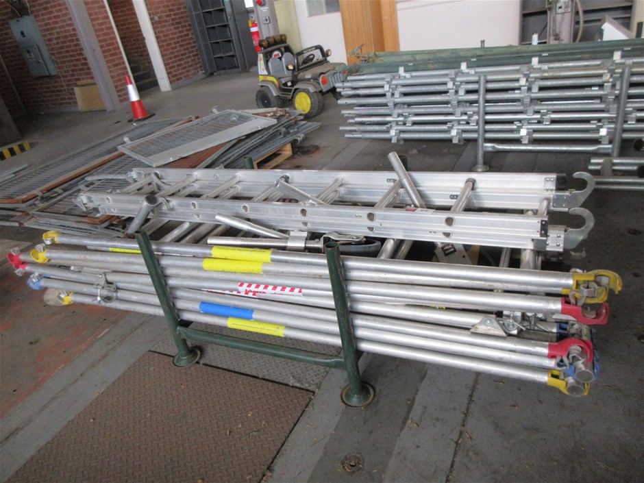 1 x Pallet with Scaffold Uprights Ladders