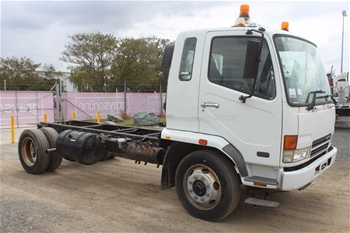 2006 Mitsubishi Fuso Fighter FK600 4 x 2 Cab Chassis Truck