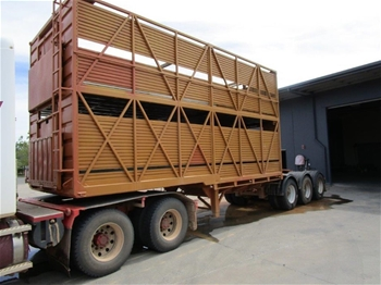 2001 Byrne Trailers Triaxle Livestock Lead Trailer