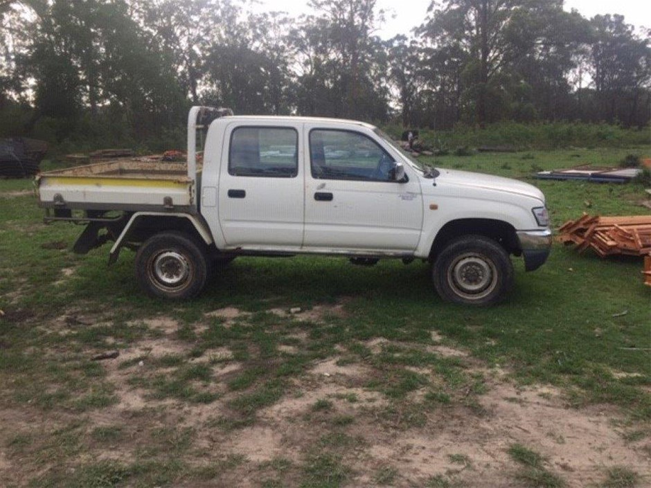 2005 Toyota Hilux FWD Manual - 5 Speed Dual Cab Ute