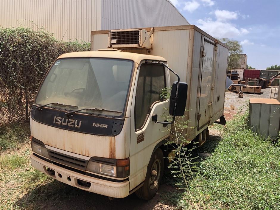 2005 Isuzu NKR 200 4x2 Refrigerated Truck
