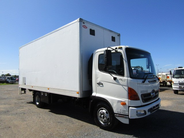 2004 Hino FC 4 x 2 Pantech Truck with Tailgate Loader