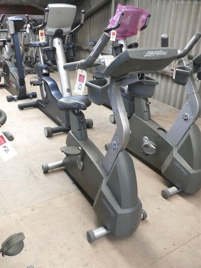 Life Fitness 90C Upright Exercise Bike