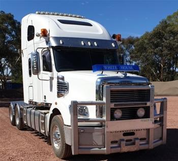 2013 Freightliner Coronado SD Prime Mover Truck