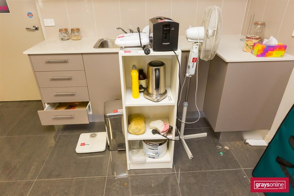 Assorted Kitchen Appliances & Utensils