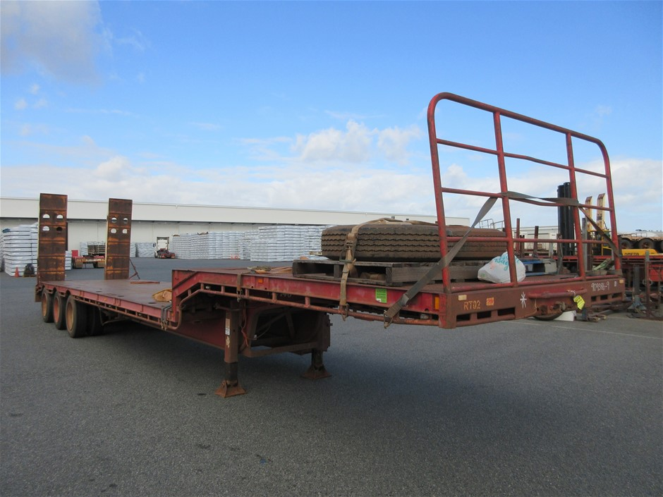 1998 Tuff Trailers Triaxle Drop Deck with Hydraulic Ramps