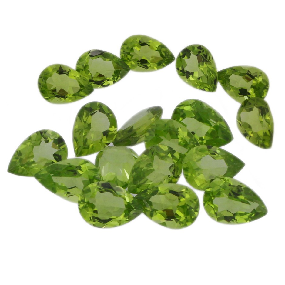 Eighteen Loose Peridot, 40.00ct in Total