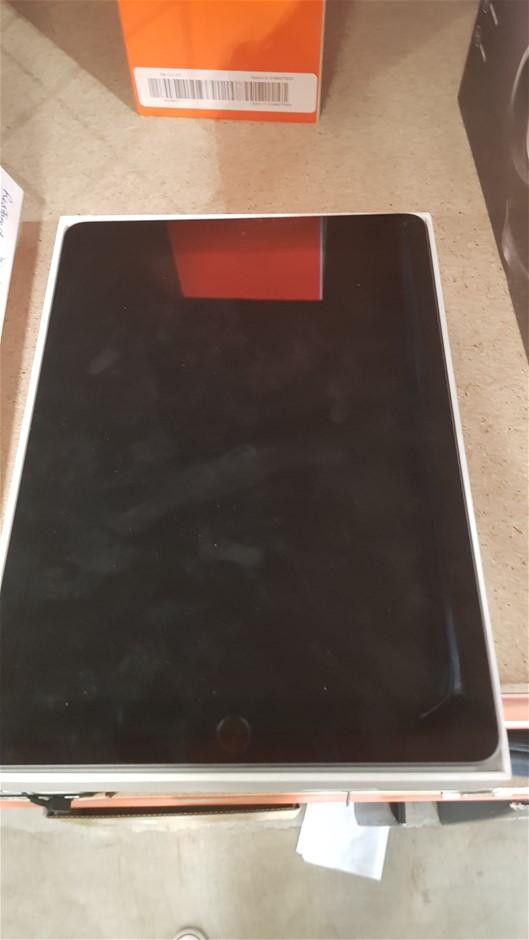 """iPad 9.7"""" WiFi 32GB Tablet Grey"""