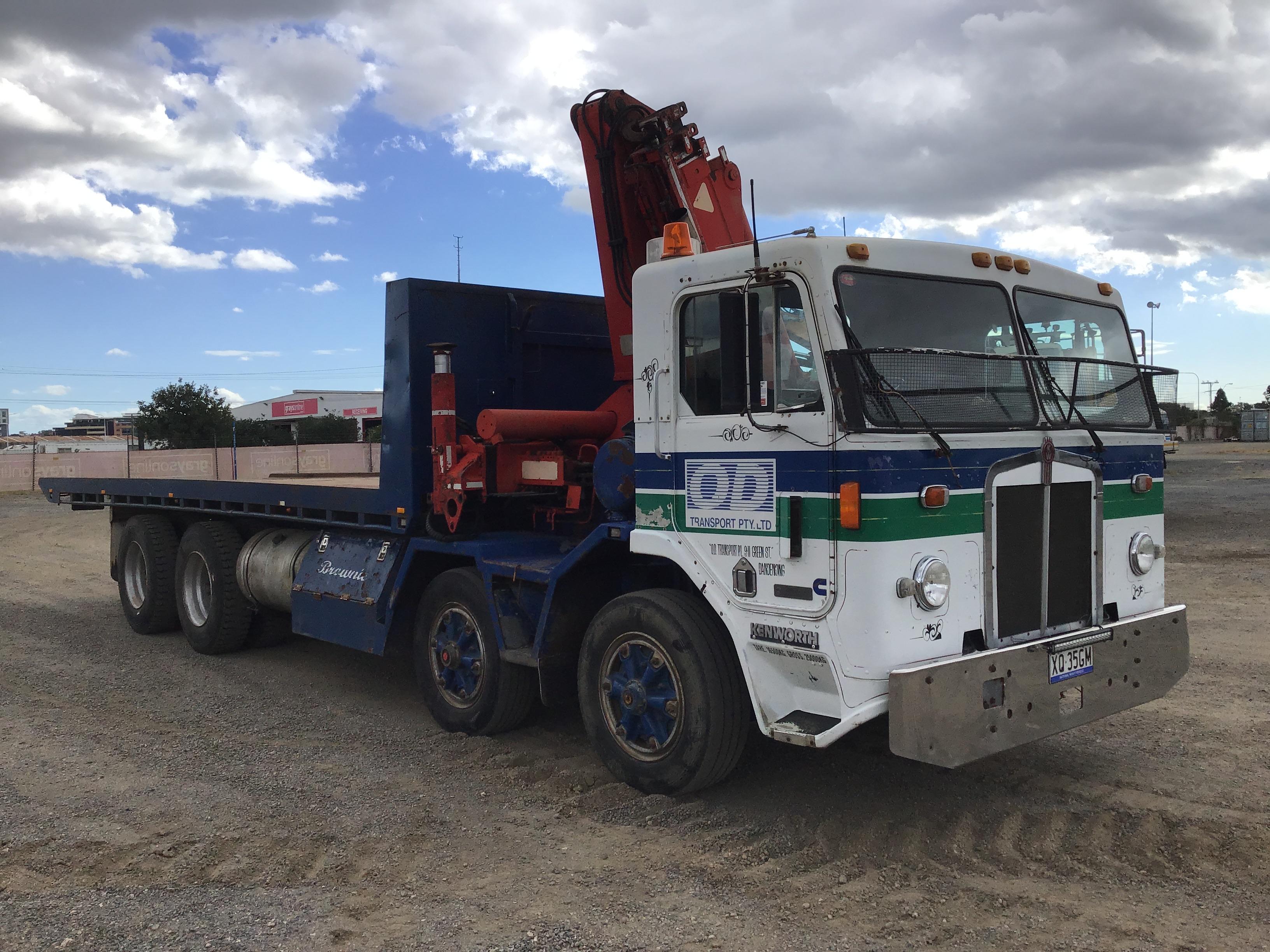 1988 Kenworth L700 Automatic 8 x 4 Tilt Tray Truck