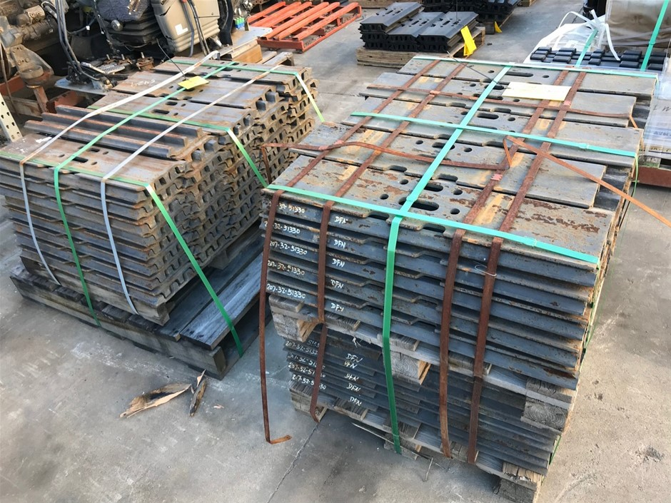Qty 140 x Unused 800mm Grouser Plates