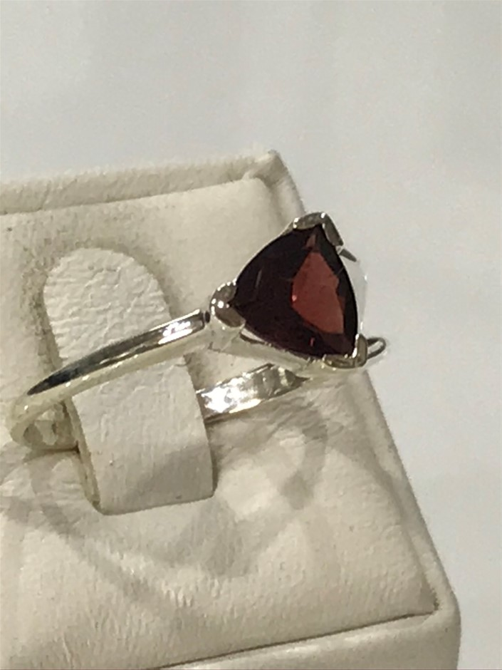 Magnificent 2.00ct Garnet Ring Size P 1/2 or 8