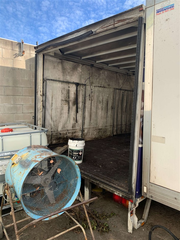 Curtainside Truck Body 6 Pallets, 5x Lift Out Gates (missing one),