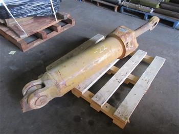 Caterpillar 651B Scraper Cylinder