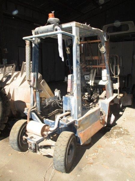 2 x Toyota 2.5T 4 Wheel Counterbalance Forklifts
