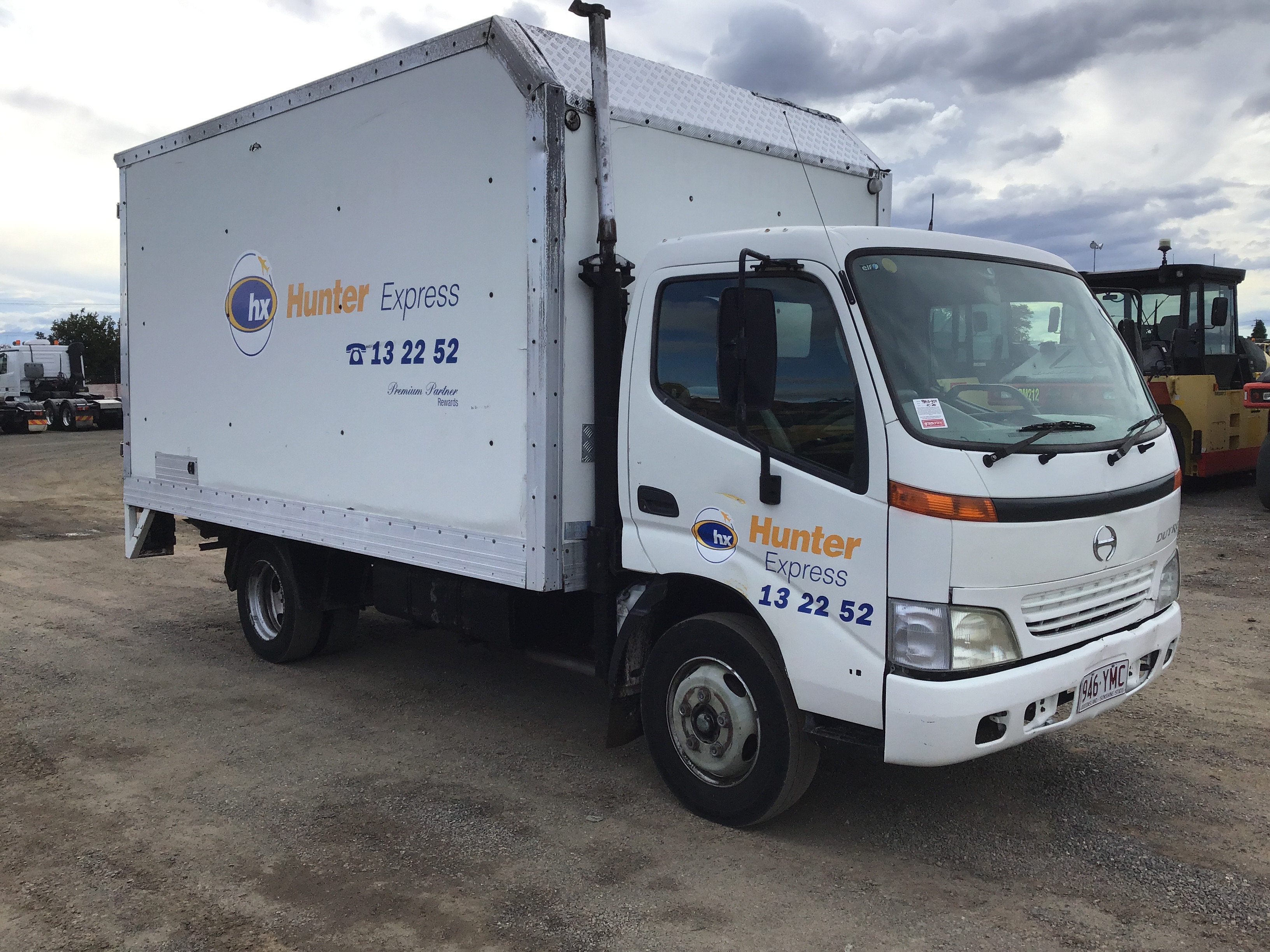 2001 Hino Dutro 4 x 2 Pantech Truck