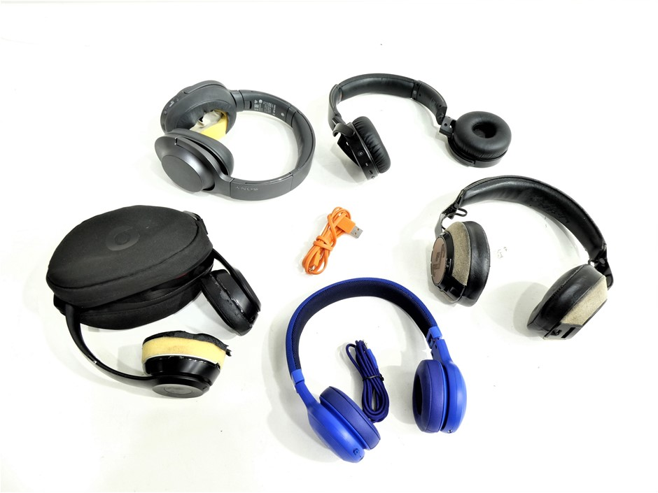 5x ASSORTED USED & UNTESTED OVER EAR WIRELESS HEADPHONES