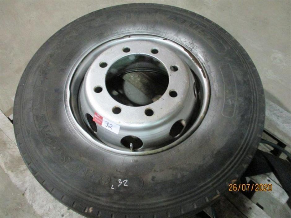 305/70 R19.5 Truck Tyre on 8 Stud Rim