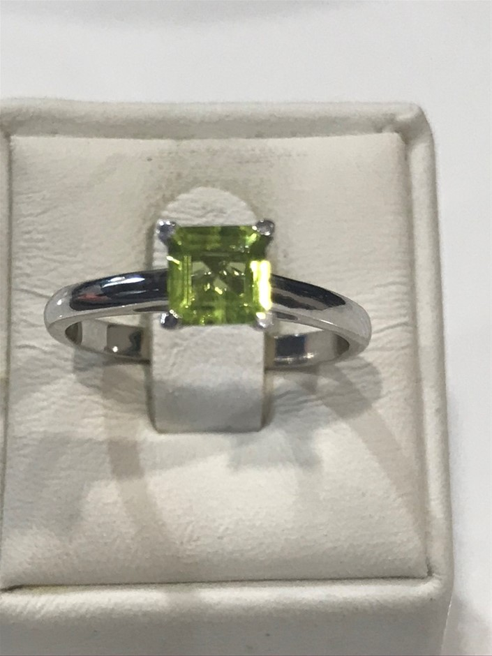 Brilliant 1.25ct Peridot & 18K White/Gold Vermeil Ring. Size L 1/2 (6)