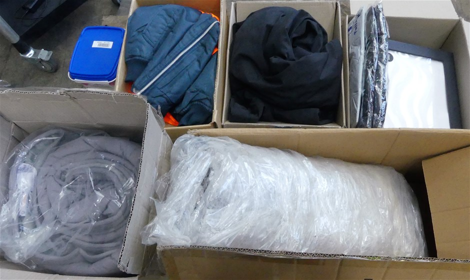 Pallet of assorted clothing in assorted sizes 1 x 115 Pacs x KIRKL