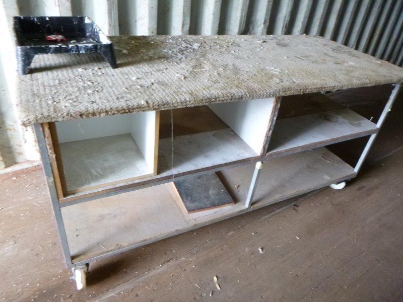 Qty 1 x 2040 x 850 x 980 High Soft Top Mobile Bench