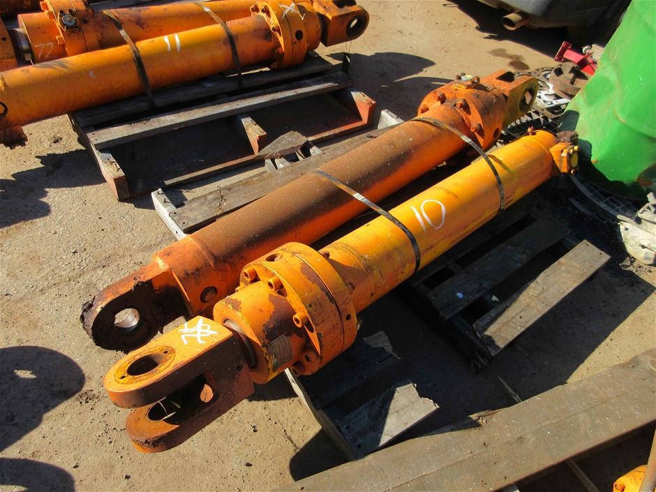 2 x Earthmoving Hydraulic Cylinders