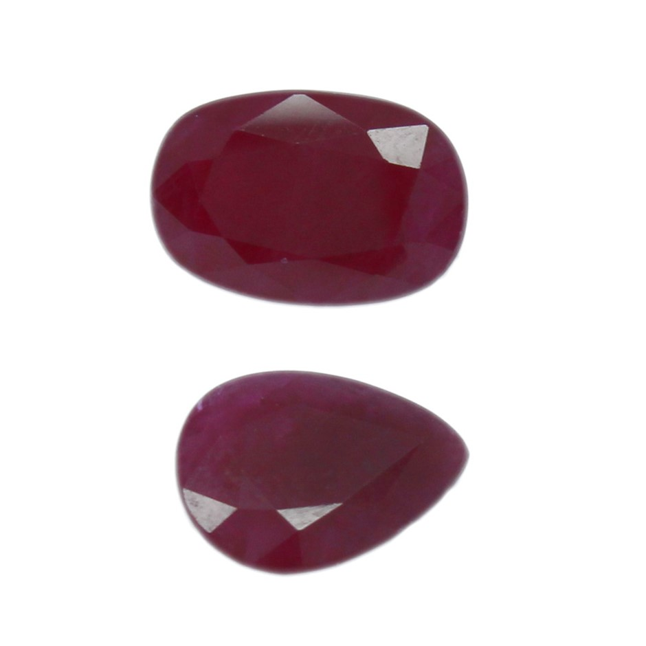 Two Loose Pear Cut & Oval Cut Blue Sapphires 7.70ct
