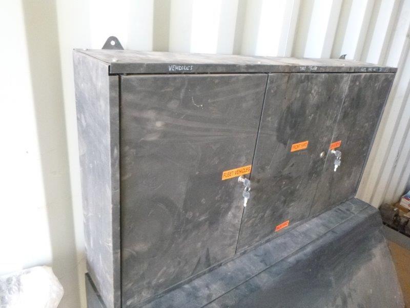 1 x 1200 x 600 x 200 - 3 Door Wall Cabinet