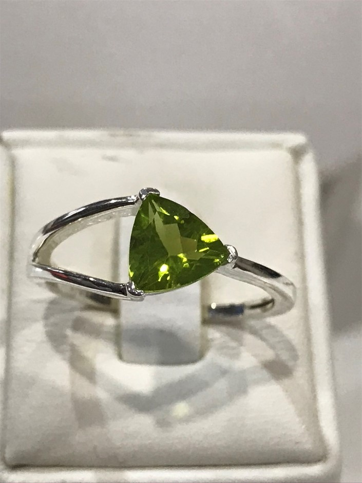 Magnificent Genuine 2.00ct Peridot Stone Ring Size P 1/2 or 8