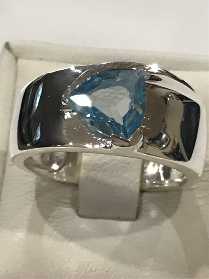 Stunning Wide Banded 3.00ct Blue Topaz Ring Size P (7.75)